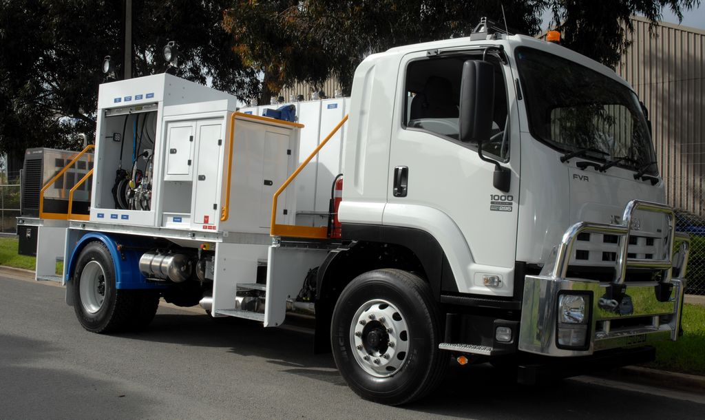4x2 Front Service Truck